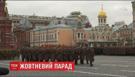 Красной площадью Москвы прошлись колонны военных с техникой