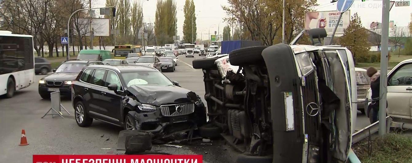 ДТП із 5 постраждалими в Києві: на маршрутці була одночасно літня та зимова гума