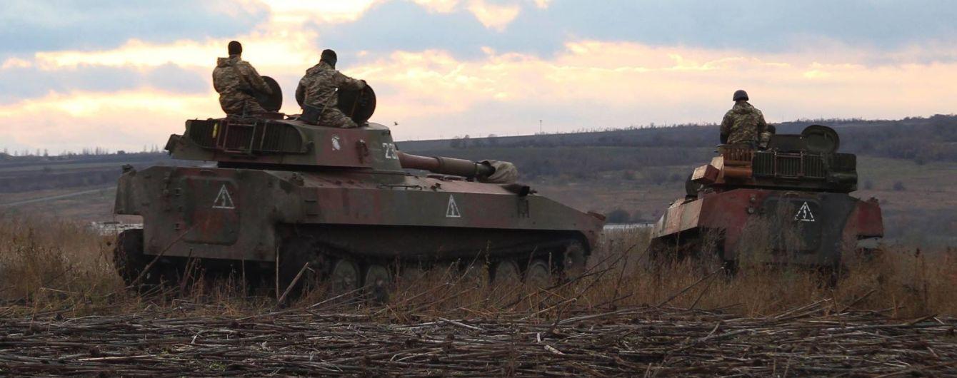 На Донбассе потери: во время обстрелов боевиков погибли и были ранены украинские военные