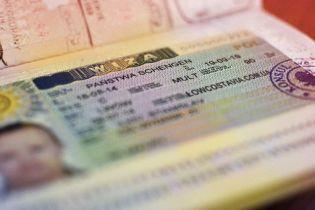 Польша существенно увеличит количество рабочих виз для украинцев
