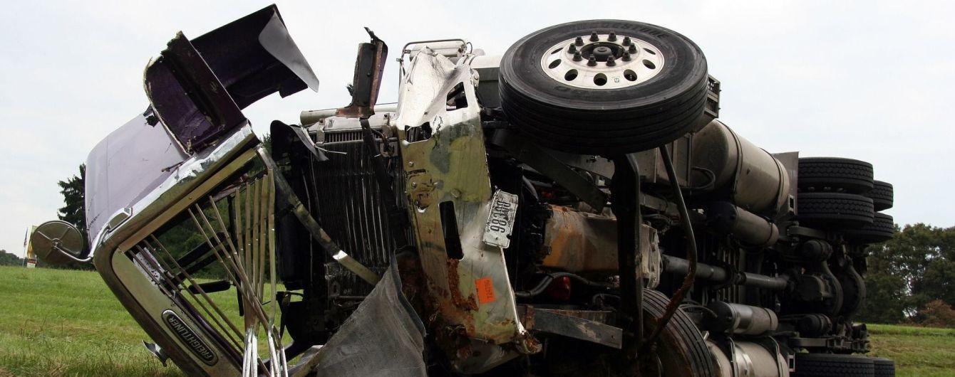 Посреди Львова за рулем умер водитель грузовика