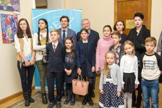 В Минкультуры открылась выставка детских рисунков, проводимая Фондом Игоря Янковского