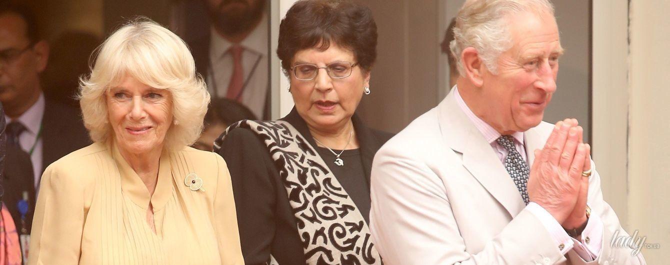 Не оригинальна: герцогиня Корнуольская прилетела в Индию в похожем на ее предыдущие образы наряде