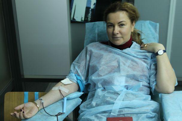"""Ведуча програми """"Сніданок з 1+1"""" Неля Шовкопляс стала донором крові під час прямого ефіру"""