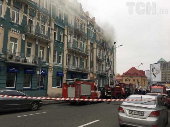 Рятувальники ліквідували пожежу в ресторані у центрі Києва