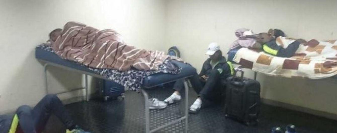 Футболисты боливийского клуба переночевали в раздевалке соперника