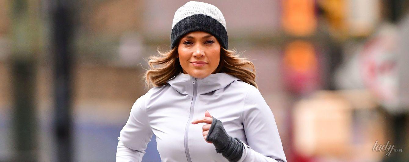В спортивном костюме и шапке: Джей Ло на пробежке в Нью-Йорке