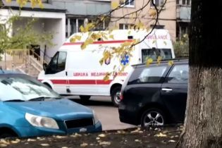 В Киеве из окна 14-го этажа из-за неразделенной любви выпрыгнула девушка