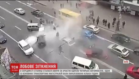 В Киеве водитель протаранил несколько авто, есть погибшие