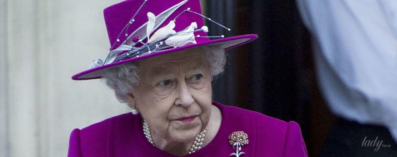 В цвете фуксии: новый великолепный образ 91-летней королевы Елизаветы II