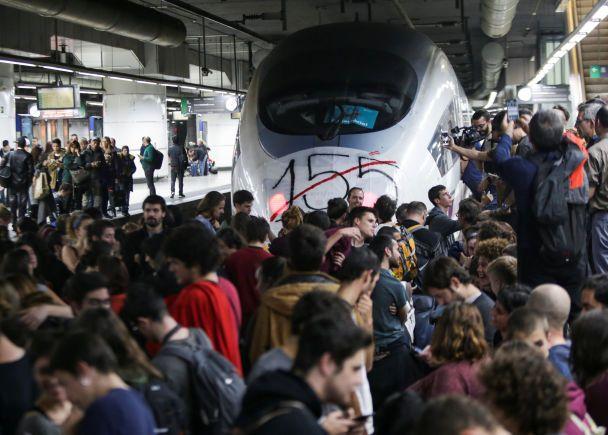 Сепаратисти в Каталонії перекрили траси в напрямку Франції