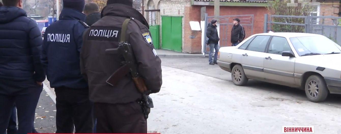 На Вінниччині жінка вибила око поліцейському, який захистив її від побиття