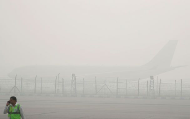Жизнь в сплошном тумане: Дели накрыла мгла из-за массового сожжения стерни