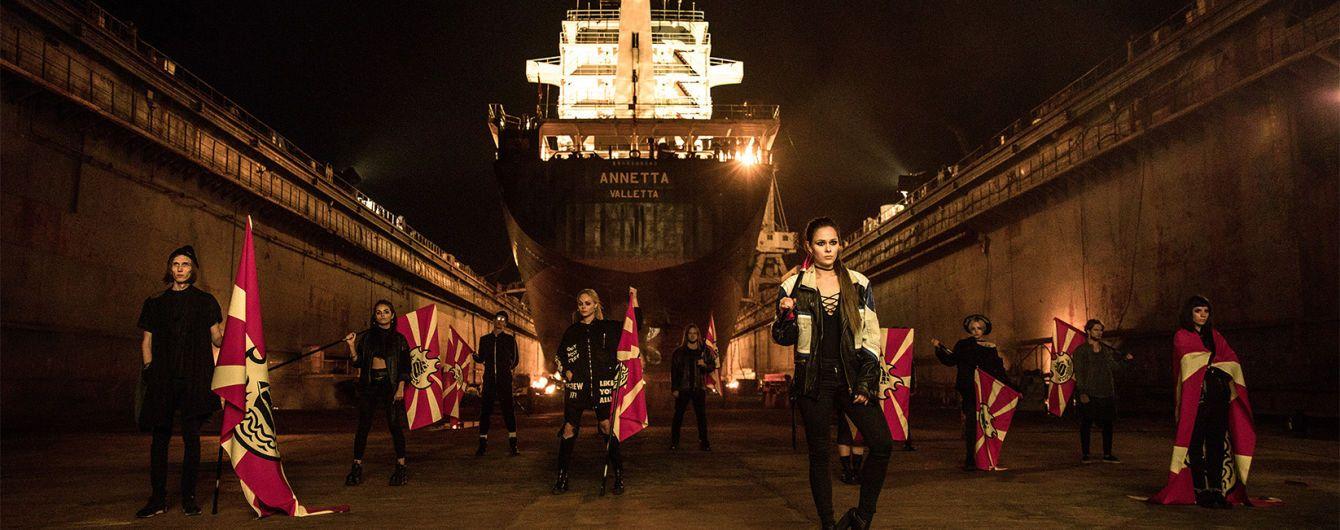 Фронтвумен The Hardkiss Саніна спалила прапори на судноремонтному заводі у новому кліпі
