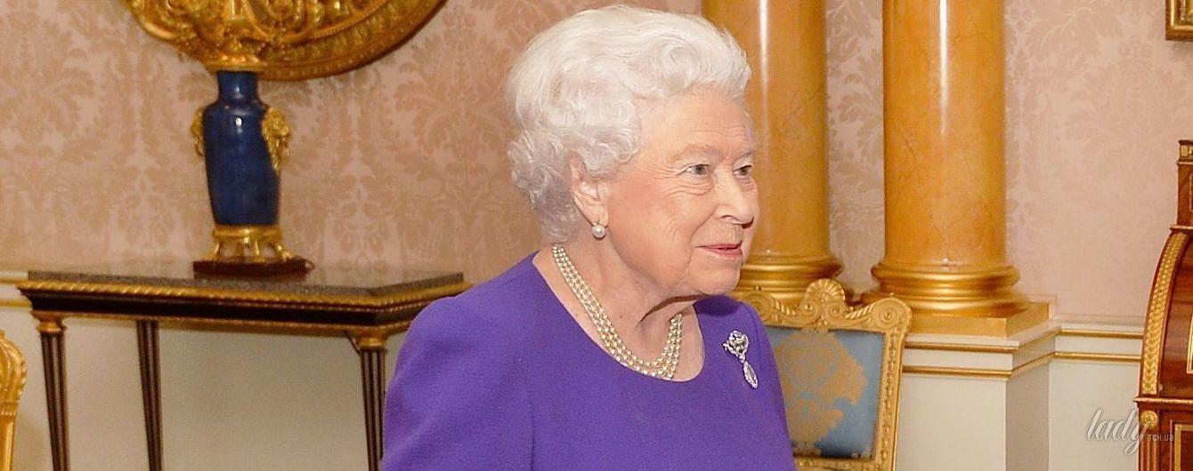 Выглядит восхитительно: 91-летняя королева Елизавета II надела на аудиенцию новое красивое платье