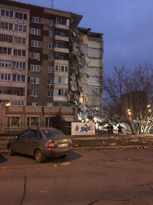 У Росії обвалився під'їзд житлової багатоповерхівки, є загиблі
