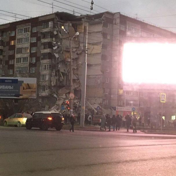 В России обрушился подъезд жилой многоэтажки, есть погибшие