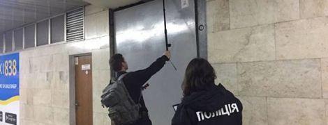 """Полиция установила, откуда поступили анонимные звонки о массовом """"минировании"""" в трех городах"""