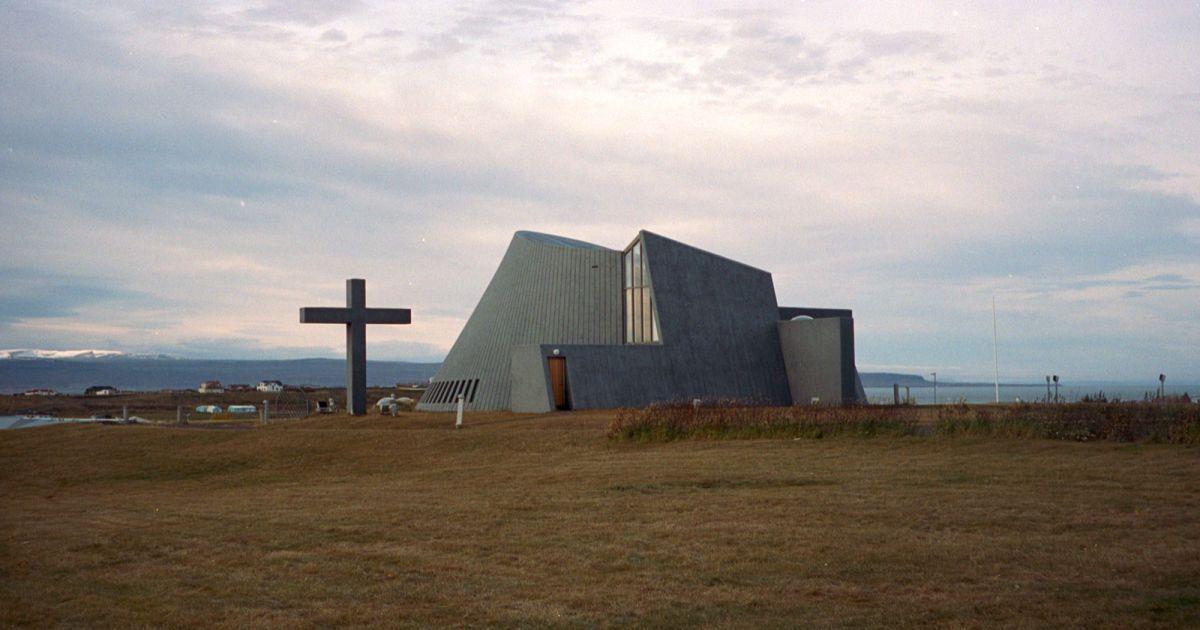 Церква Бльондуоуш на Півночі Ісландії