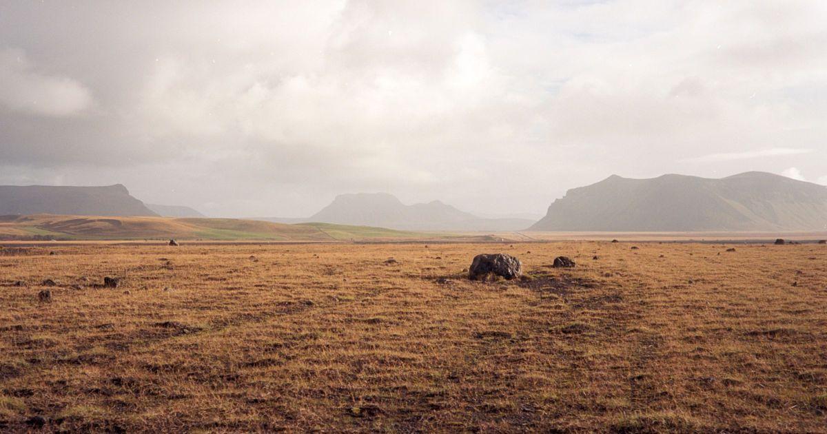 Неподалік від Solheimasandur Plane Wreck, південь Ісландії