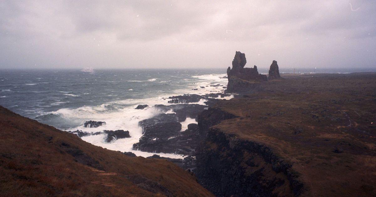 Скеля Лондрагар на заході Ісландії