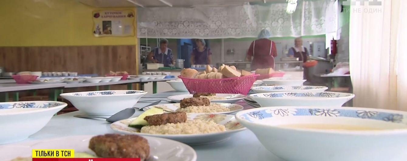 В школах одного из районов Киева закрылись столовые
