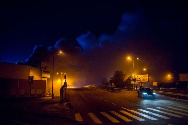 У Києві посеред ночі горів величезний гіпермаркет