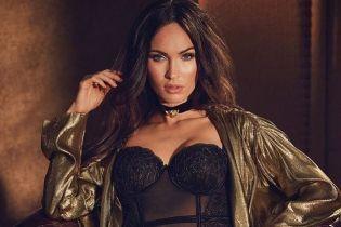 Селфи в спальне: Меган Фокс похвасталась сексуальной фигурой в полупрозрачном боди