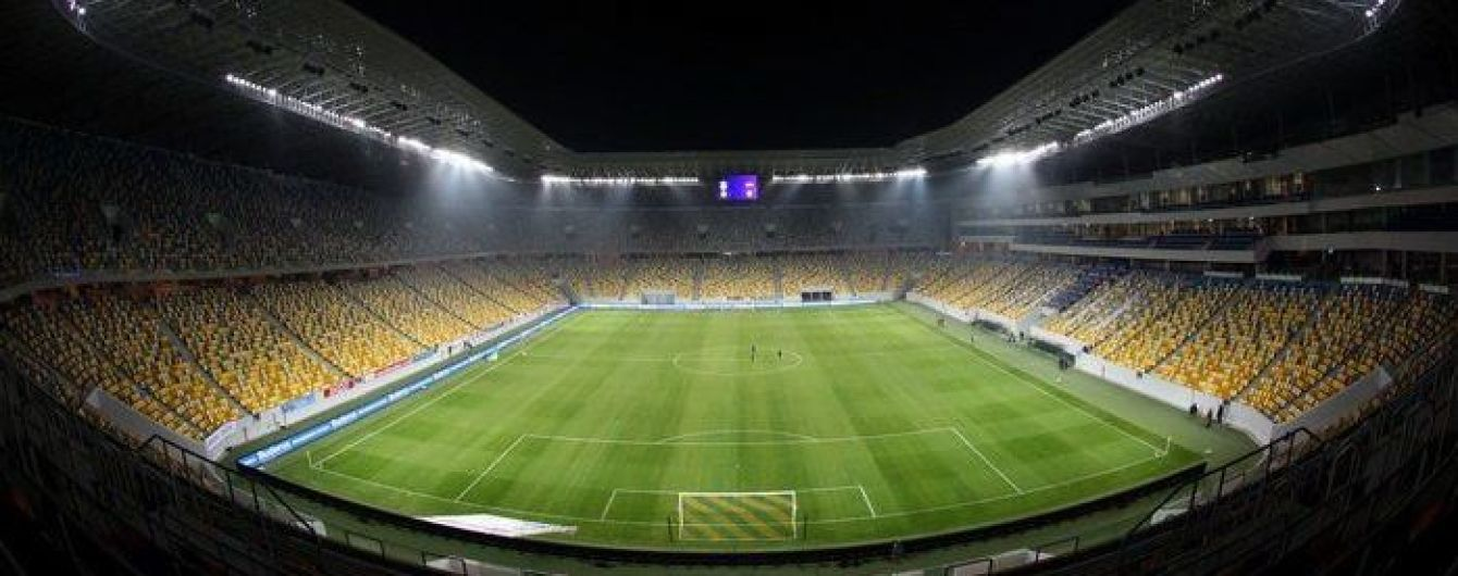 Перед матчем збірної України газон стадіону у Львові стригли до самої ночі