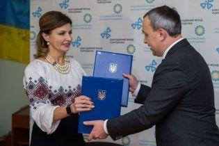 В красивой вышиванке и с ожерельем: Марина Порошенко в Острожской академии