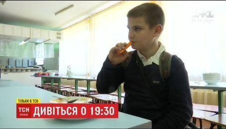 В миргородской гимназии устроили бой с фаст-фудом