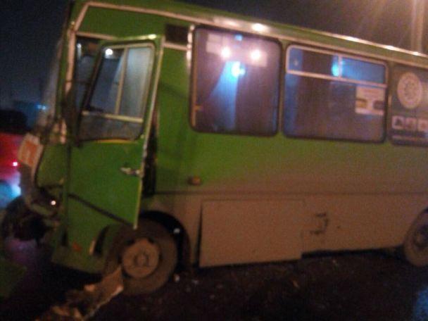 У Харкові зіткнулися два мікроавтобуси – понад десяток людей травмовані