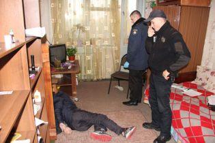 В Чернигове копы задержали серийного вора в квартире, которую он хотел ограбить