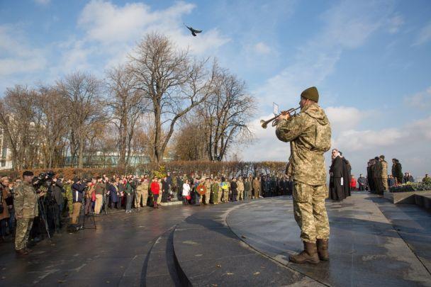 День памяти: у Монумента неизвестного солдата военные и послы почтили погибших в конфликтах