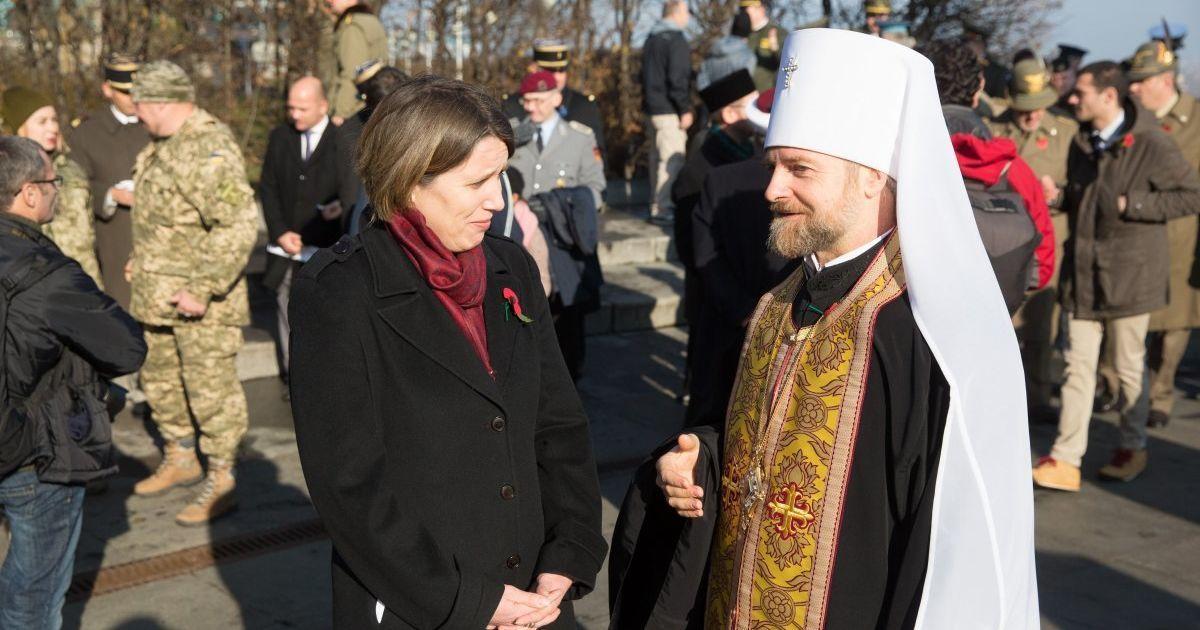Чрезвычайный и Полномочный посол Великобритании в Украине Джудит Гоф (слева) @ УНИАН