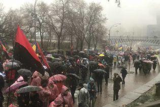 """За импичмент"". Саакашвили собрал сотни людей в центре Киева на Марш возмущенных"