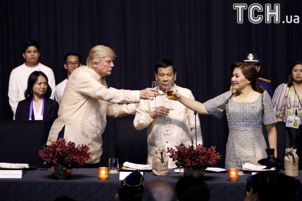 Не помітив Медведєва і випив з Дутерте. Трамп опинився в центрі уваги саміту на Філіппінах