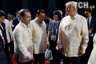 Не помітив Медведєва і випив із Дутерте. Трамп опинився в центрі уваги саміту на Філіппінах