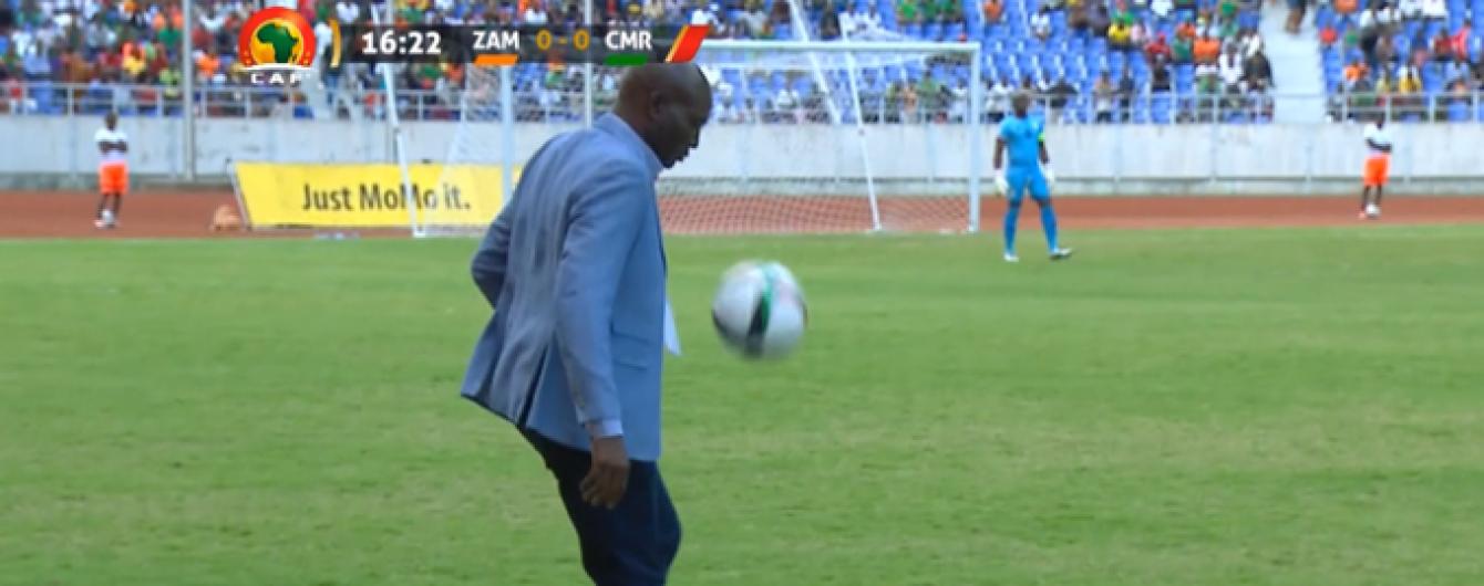 Африканський тренер показував свої вміння і кумедно гепнувся у матчі відбору ЧС-2018