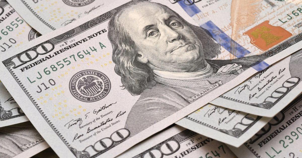Україна перерахувала Міжнародному валютному фонду 375 млн доларів – у  рахунок погашення боргу за основною сумою кредиту в рамках попередньої  програми ... bc84421b4399f