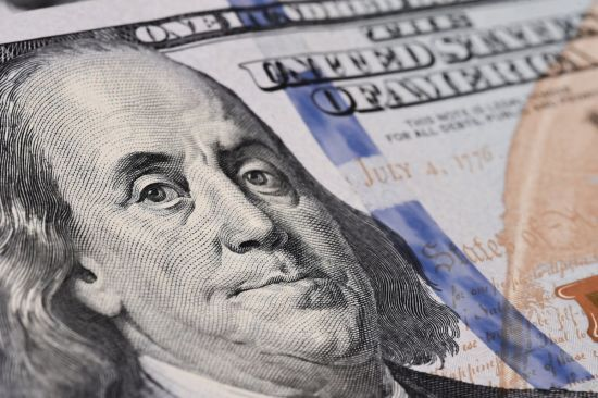 Гривня розпочинає новий тиждень із незначного зміцнення в курсах валют Нацбанку. Інфографіка