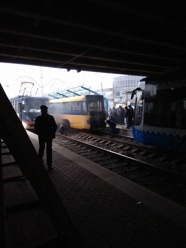 У Києві в годину пік зупинили рух швидкісних трамваїв
