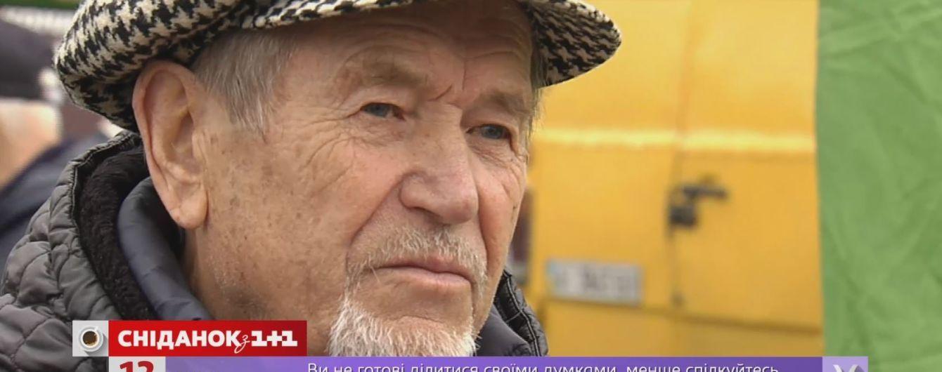 82-річний продавець меду з багажника Tesla розповів про гроші на авто та візити Ющенка