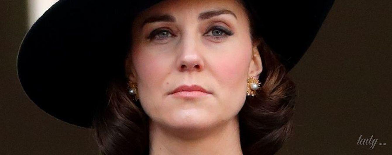 В пальто от Dolce & Gabbana и с новой прической: герцогиня Кембриджская на памятном мероприятии в Лондоне