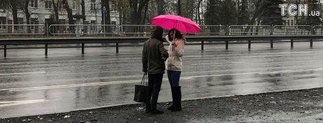 Не забудьте зонтик. В Украине сегодня прохладно и дождливо