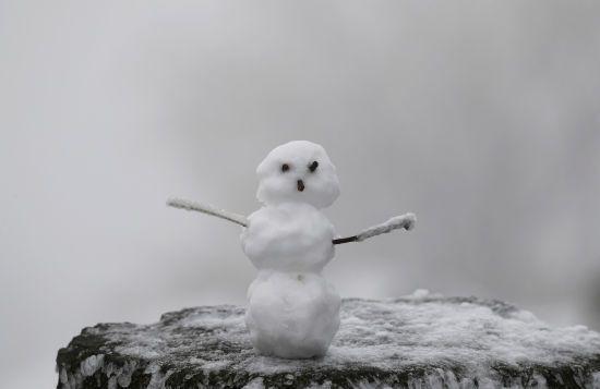 П'ятниця буде холодною, з ожеледицею та місцями зі снігом. Прогноз погоди