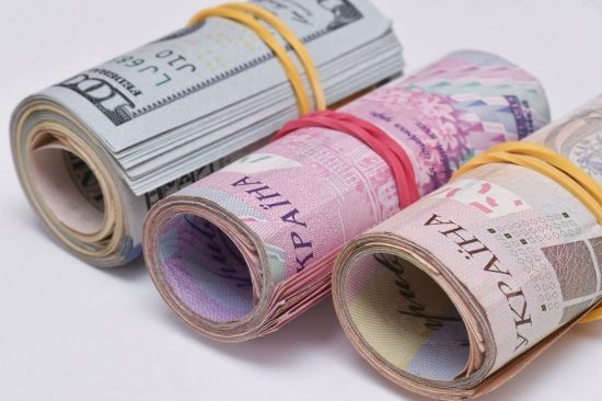 Долар здорожчає, а євро здешевшає у курсах Нацбанку на середу. Інфографіка