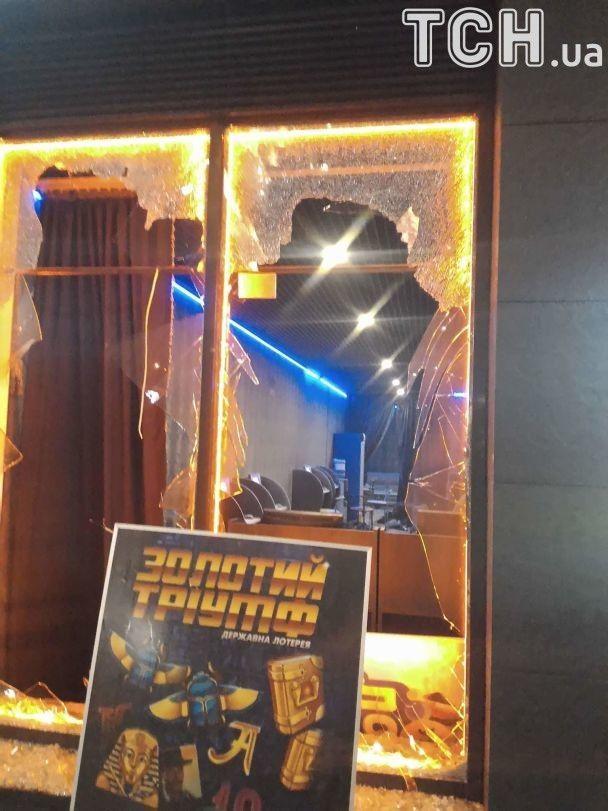 У Києві невідомі розтрощили підпільне казино
