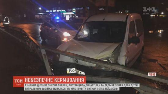 В Ровно пьяный водитель без прав протаранил маршрутку и врезался в забор