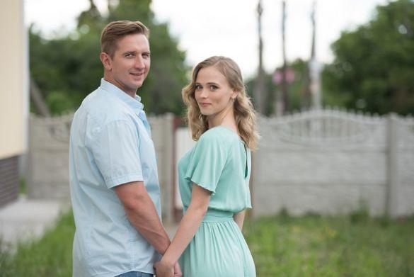 Анна Кошмал у весільній сукні_1